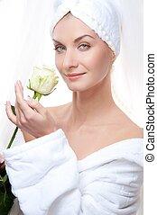 gyönyörű woman, után, rose., zápor, birtok, fehér