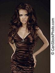 gyönyörű, young hölgy, barna nő, leány, fárasztó, alatt, nagyszerű, ruha
