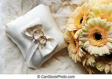 gyűrű, esküvő, kipárnáz