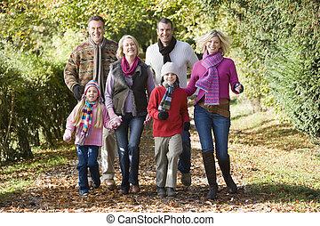 gyalogló, liget, mosolygós, család, szabadban