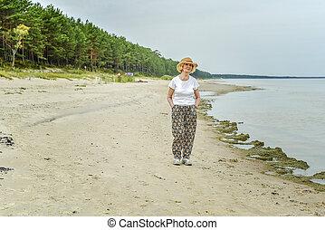 gyalogló, nő, tenger, öregedő