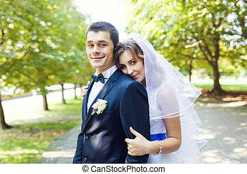 gyengédség, esküvő párosít