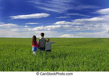 gyerekek, alatt, fű