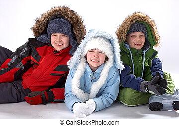 gyerekek, alatt, tél felöltöztet