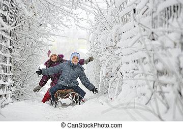 gyerekek, csúszó, alatt, tél időmérés