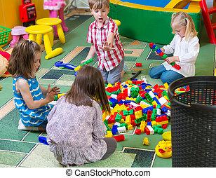 gyerekek, csoport, játék, színes, konstruktőr