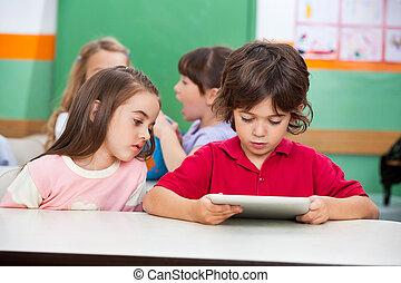 gyerekek, használ, digital tabletta, -ban, preschool
