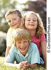 gyerekek, having móka, alatt, vidéki táj