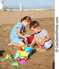 gyerekek, játék, a parton