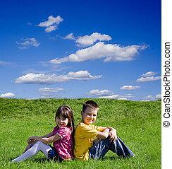 gyerekek, képben látható, egy, kaszáló