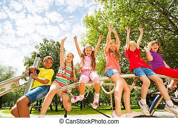 gyerekek, képben látható, kerek, bár, közül, játszótér, szerkesztés