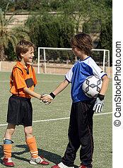 gyerekek, reszkető kezezés, előbb, labdarúgás, vagy, futballmeccs