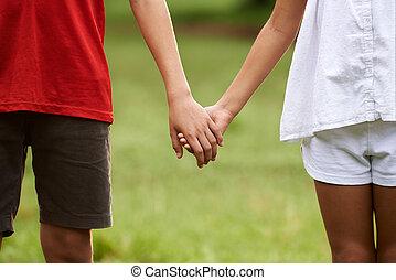 gyerekek, szerelemben, fiú lány, hatalom kezezés