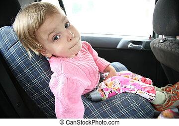 gyermek, kocsiban