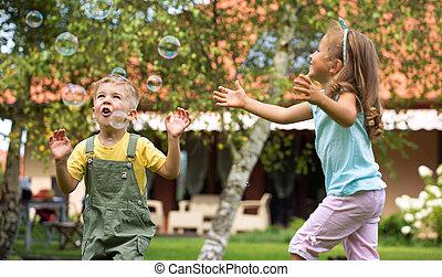 gyermekek játék, -ban, a, kert
