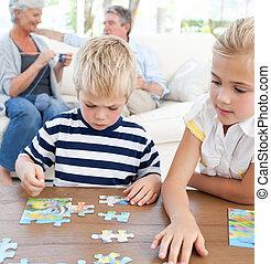 gyermekek játék, rejtvény, alatt, a, nappali