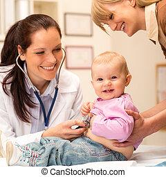 gyermekorvos, megvizsgál, csecsemő, sztetoszkóp