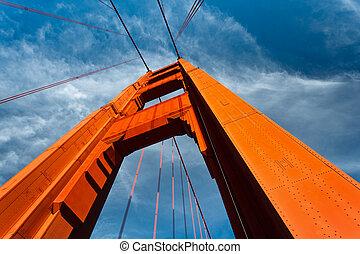 gylden låge bro, tårn, stige, til, blå himmel