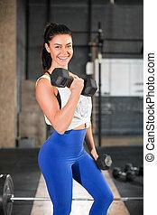gym., haltère, femme souriant, portrait