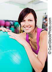 gymnase, femme souriant, balle