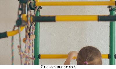gymnastique, jeune, haut, bas, complexe, escalade, girl