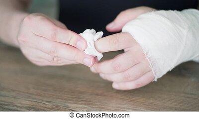 gypse, lave, blessure, bone., difficile, soin, cassé, napkin...