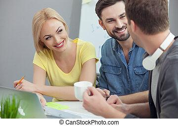 hábil, trabalhadores, três, escritório, comunicar