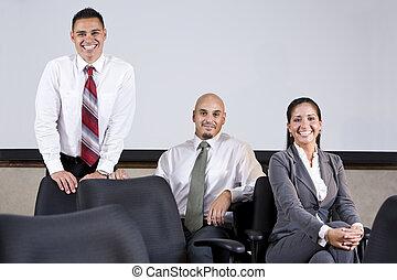 három, spanyol, ügy colleagues, alatt, tanácskozóterem