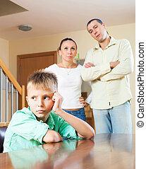 három, tizenéves, család, birtoklás, konfliktus