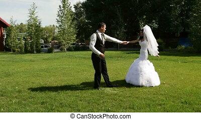 házaspár, tánc, először, esküvő, táncol