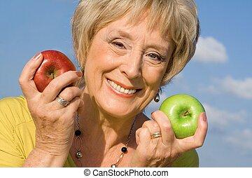 hälsosam, senior woman, med, äpplen, för, hälsa, kost,...
