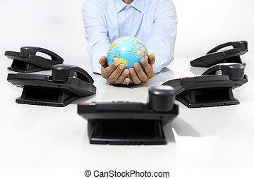 hände, erdball, mit, buero, telefone, schreibtisch, global, international, unterstuetzung, begriff