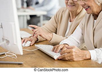 hände, maus, tastatur