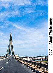 hängbro, över, den, flod, mellan, spanien, och, portugal., bro, över, den, guadiana, flod, in, ayamonte