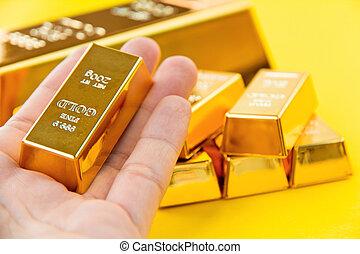 hålla, guld, hand, bommar för