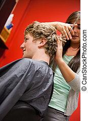 hår, mannens, stående, klippande, kvinna, allvarlig