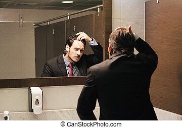 hårfäste, kontor, affär, bekymrat, se, hispanic, toaletter, man