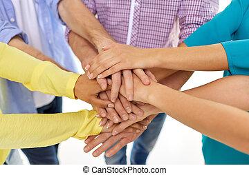 hænder, stakke, studerende, gruppe
