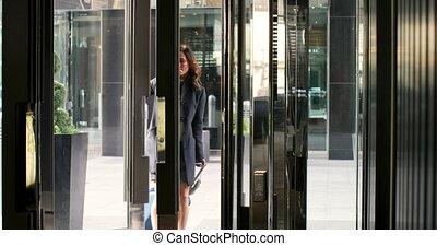 hôtel, beau, entrer, femme affaires, caucasien, 4k, moderne