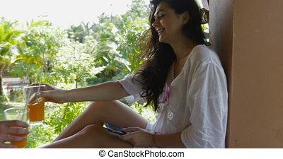 hôtel, femme heureuse, balcon, communiquer, couple, boisson, jeune, matin, conversation, dehors, jus, homme