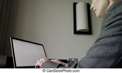 hôtel, ordinateur portable, vue côté, fonctionnement, femme ...
