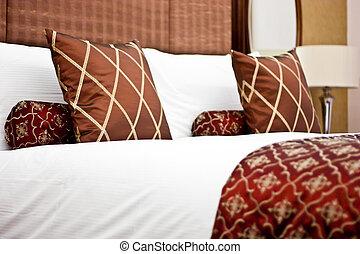 hôtel, oreillers, chambre à coucher