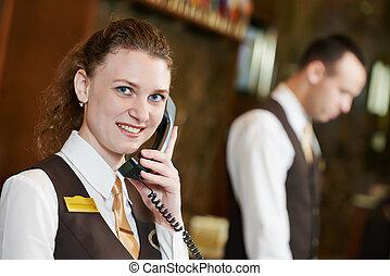 hôtel, ouvrier, à, téléphone, sur, réception