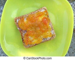 hög ståndpunkt se, av, rostat bröd, bread, med, kumquat, marmelad, isolerat, vita, bakgrund