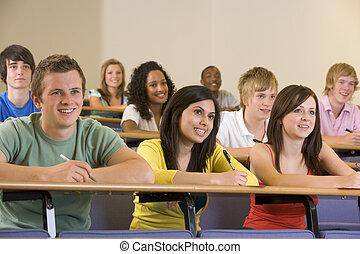 högskola studerande, lyssnande, till, a, universitet föreläs