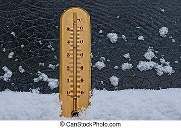 hölzern, thermometer, in, der, schnee, auf, der, glas