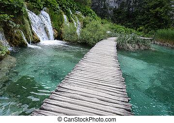 hölzerner pfad, und, wasserfall, in, plitvice, nationalpark, kroatien