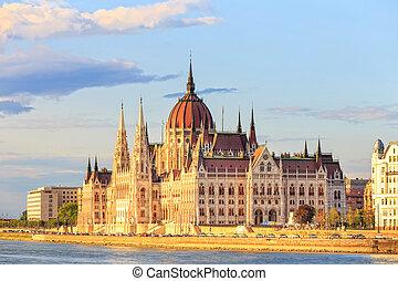 húngaro, edificio del parlamento, en, budapest, mundo, herencia, sitio, por, unesco