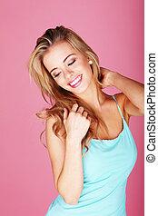 hübsch, blond, in, blaues, sommerkleid