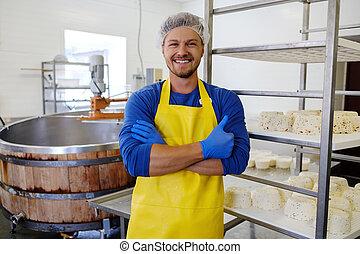 hübsch, cheesemaker, machen, quark, kã¤se, in, seine, fabrik